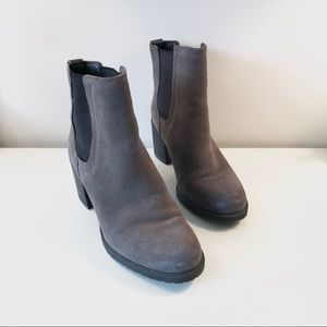 Sam Edelman Hanley Chelsea Boot in Grey Suede